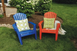 Spray-Paint-Plastic-Lawn-Chairs