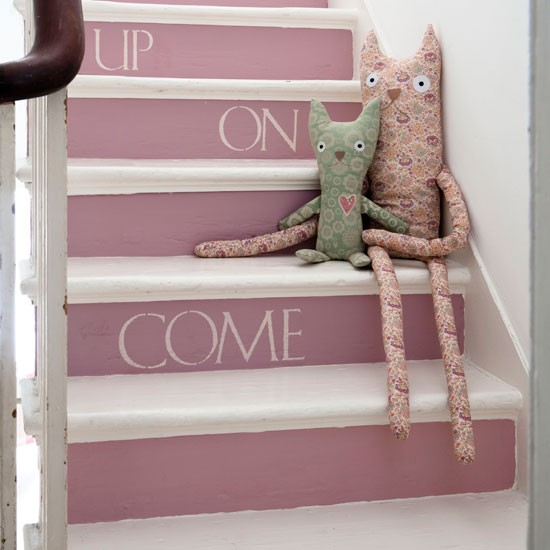 7-Painted-stairs--paint--country--Country-Homes--Interiors